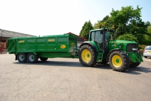 QM/14 John Deere Green with Tractor