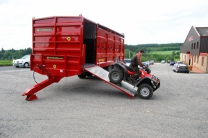 25' Livestock Container with BC/25-12ton, complete with quad carrying compartment